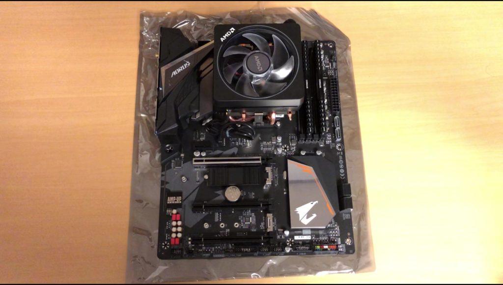 CPUクーラー取り付け後のB450マザーボード